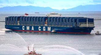 Δείτε το φορτηγό πλοίο που είναι μεγαλύτερο από αεροπλανοφόρο! (Βίντεο)