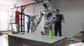 Αυτό είναι το σούπερ-ρομπότ των Ρώσων για το διάστημα! Έχει ανθρώπινη μορφή και θα περπατάει τηλεκατευθυνόμενα