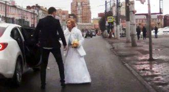 Νύφη και γαμπρός τσακώνονται δημοσιά αμέσως μετά την τελετή του γάμου τους!