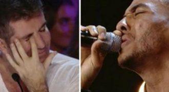 Τραγούδησε ένα τραγούδι για τον φίλο του που έχασε και συγκίνησε όσους τον άκουσαν.