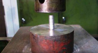 Τι θα συμβεί εάν πατήσουμε κέρματα με μια υδραυλική πρέσα; (Video)