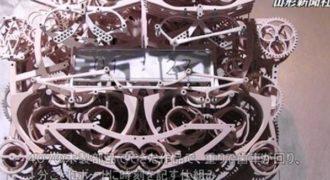 Γιαπωνέζικο ρολόι που γράφει «χειρόγραφα» την ώρα! (Video)