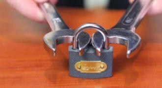 Πως μπορείτε να ανοίξετε μια κλειδαριά χρησιμοποιώντας δύο κλειδιά. (Βίντεο)