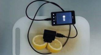 Πως μπορείτε να φορτίσετε το τηλέφωνο σας με τη χρήση λεμονιού. (Βίντεο)