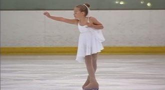 Η 7χρονη στέκεται εντελώς ακίνητη. Όταν η μουσική ξεκινήσει; Απλά απολαύστε..