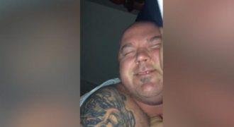 Αυτός ο τύπος για πολλές νύχτες γελάει μόνος του στον ύπνο του. Είναι μεταδοτικό… (Βίντεο)
