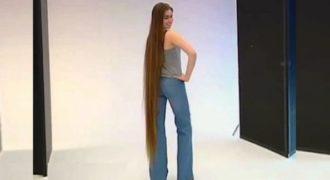 Είναι 16 χρονών, δεν έχει κόψει ποτέ το μαλλί της και το κάνει τώρα oncamera! (Βίντεο)