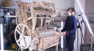 Ένα απίστευτο ξύλινο μουσικό μηχάνημα από τον Μάρτιν Μολίν. Τέλειο!(Βίντεο)
