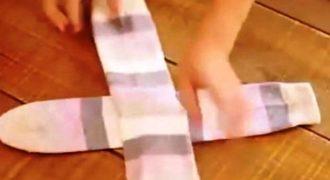 Απίστευτο κόλπο! Δείτε πώς θα διπλώσετε τις κάλτσες σας σε 4 δευτερόλεπτα! (Βίντεο)