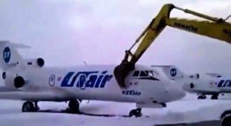 Εργαζόμενος αεροδρομίου καταστρέφει αεροπλάνο όταν έμαθε ότι τον απέλυσαν!