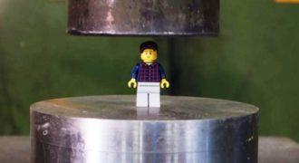 Τι θα συμβεί όταν πατήσουμε Lego με μια υδραυλική πρέσα; Σίγουρα όχι κάτι εύκολο!