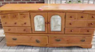 Δείτε πώς αυτό το παλιό έπιπλο μετατράπηκε σε ένα φανταστικό μοντέρνο έπιπλο τηλεόρασης! (Βίντεο)