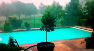 Βιντεοσκόπησαν σκοτεινά σύννεφα να πλησίαζαν. Αυτό που συνέβη στην πισίνα; Εξωπραγματικό!