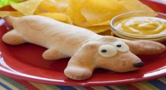 Δείτε πως να φτιάξετε ένα σπιτικό hot dog σε σχήμα σκύλου για να ξετρελάνετε τα παιδιά σας! (Βίντεο)