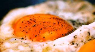 ΑΠΙΣΤΕΥΤΟ ΚΟΛΠΟ! Δες τον έξυπνο τρόπο για να τηγανίσεις αυγό! (Βίντεο)