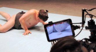 Παγίδα με κόλλα έστησε ένας επιστήμονας για δύο αθλητές ο ένας σούμο. (Βίντεο)