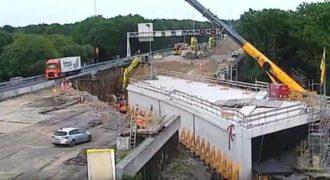 Κατασκεύασαν ένα τούνελ κάτω από αυτοκινητόδρομο μέσα σε ένα Σαββατοκύριακο