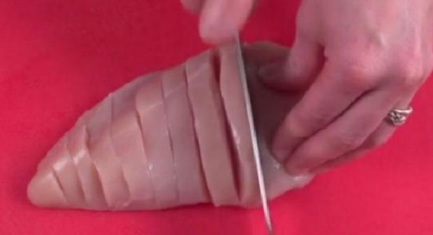 Θα πάθετε πλάκα: Μόλις δείτε πως μαγειρεύει το κοτόπουλο, δεν θα το ξανακάνετε ποτέ διαφορετικά!