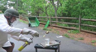 Τι θα συμβεί αν ρίξουμε λιωμένο κερί μέσα σε νερό. Το δοκίμασε ένας Ρώσος… (Βίντεο)