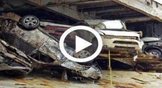 Βγάζοντας από το βυθό φορτηγό πλοίο ΓΙΓΑ με 1.400 οχήματα! (Βίντεο)