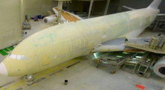 Εκπληκτικό timelapse δείχνει την βαφή ενός αεροπλάνου μέσα σε 15 μέρες (Βίντεο)