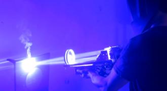 Αυτός ο τύπος κατασκεύασε laser 200 watt!!! (Video)