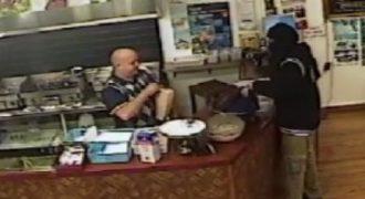 Πιο cool ιδιοκτήτης εστιατορίου σε ένοπλη ληστεία δεν υπήρξε ποτέ! Δείτε την επική η αντίδρασή του