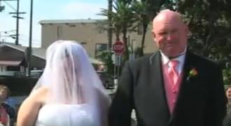 Η νύφη δέχτηκε… SMS την ώρα του γάμου… Πού είχε το κινητό; (Video)