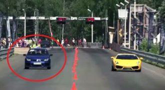 Ένα Volkswagen ξεφτιλίζει μια BMW μια Lamborghini και μια Mercedes!