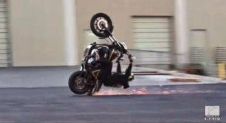 Αυτή η χαζή σούζα του κόστισε ολόκληρη Harley! (Video)