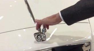 Δείτε τι συμβαίνει όταν προσπαθήσεις να κλέψεις ένα σήμα Rolls Royce (Video)