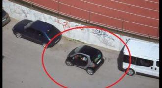 Επικό!!! Μία γυναίκα, ένα smart και ένα πάρκινγκ! (Video)