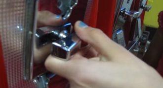 Βγάλτε όσα μπαλάκια θέλετε με 1 ευρώ… Αρκεί να μην σας δούνε! (Video)
