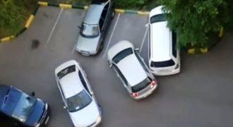 Τι γίνεται όταν προσπαθούν να παρκάρουν 2 γυναίκες την ίδια ώρα; (Video)
