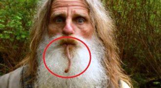 Γνωρίστε τον άνθρωπο που ζει σαν πρωτόγονος. Κοιμάται σε δέντρα στο δάσος και τρώει ρίζες! (Βίντεο)