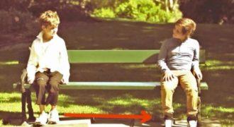 Το άστεγο Αγόρι κάθισε δίπλα στο Πλουσιόπαιδο. Τότε, βλέπει μπροστά του τον χειρότερο του Εφιάλτη!