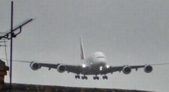 Βίντεο: Το μεγαλύτερο επιβατικό αεροσκάφος Airbus A380 παλεύει με τους ανέμους