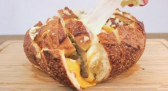 Φτιάξε το πιο ΥΠΕΡΟΧΟ… τυρένιο σκορδόψωμο! (Video)