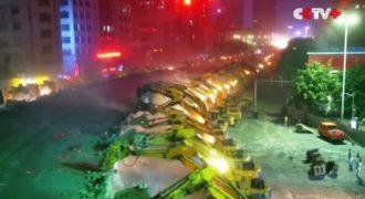100 μπουλντόζες κατεδαφίζουν και εξαφανίζουν γέφυρα μέσα σε μια νύχτα στην Κίνα.
