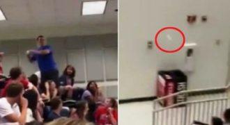 Φοιτητής βάζει καλάθι μια μπάλα χαρτιού στα σκουπίδια και τρελαίνει ολόκληρο το αμφιθέατρο.