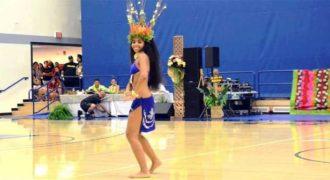 Αυτή η χορεύτρια από την Ταϊτή είναι τόσο μαγευτική που δεν μπορούμε να πάρουμε τα μάτια μας από πάνω της.