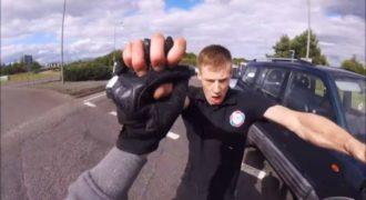 Μη κάνεις «τσαμπουκάδες» στους δρόμους, γιατί ποτέ δεν ξέρεις ποιον θα βρεις απέναντί σου! (VIDEO)