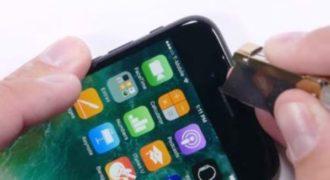YouTuber προσπάθησε να λυγίσει, να γδάρει και να κάψει το iPhone 7. Ιδού τα αποτελέσματα