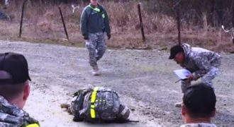 Δείτε τι κάνουν στην Αμερική, όταν κάποιος λυγίζει κατά τη διάρκεια της στρατιωτικής εκπαίδευσης