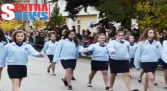 Τυφλή μαθήτρια σκόρπισε συγκίνηση και καταχειροκροτήθηκε στην παρέλαση στο Άργος Ορεστικό (φωτο – βίντεο