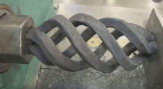Αυτό το βίντεο με εργοστασιακά μηχανήματα θα σας ικανοποιήσει και θα σας κάνει να κολλήσετε.