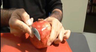 Περνάει το μαχαίρι πάνω από το ρόδι και… Δεν ξέραμε καν ότι γίνεται αυτό!