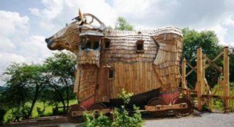 Ένας αρχιτέκτονας έχει δημιουργήσει ένα από τα πιο παράξενα, και συνάμα πιο εκπληκτικά, ξενοδοχεία στον κόσμο. Δείτε το εσωτερικό του πιο περίεργου ξενοδοχείου (Βίντεο)