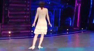 Πήρε την Θέση της έχοντας Πλάτη απέναντι στους Κριτές. Μόλις Άρχισε να Χορεύει; Άφησε τους Πάντες με το Στόμα Ανοιχτό!