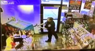 Αποφάσισε να κλέψει το όπλο μίας αστυνομικού….! (Video)